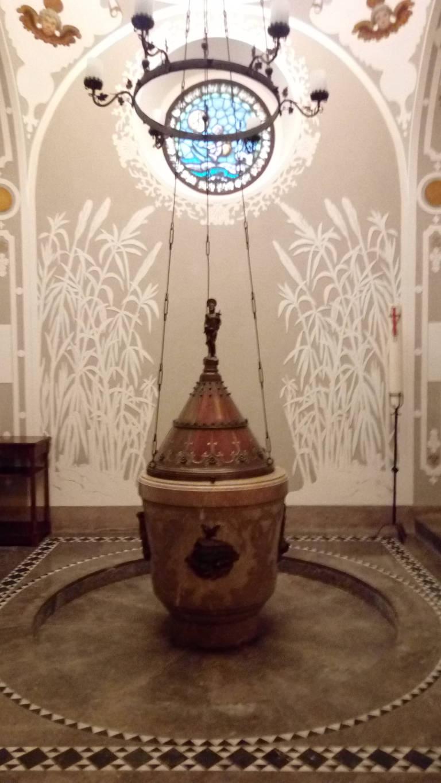 Pila baptismal de l'església de Santa Maria de Gràcia